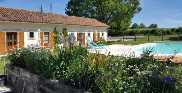 Les-gites-jardin-et-piscine